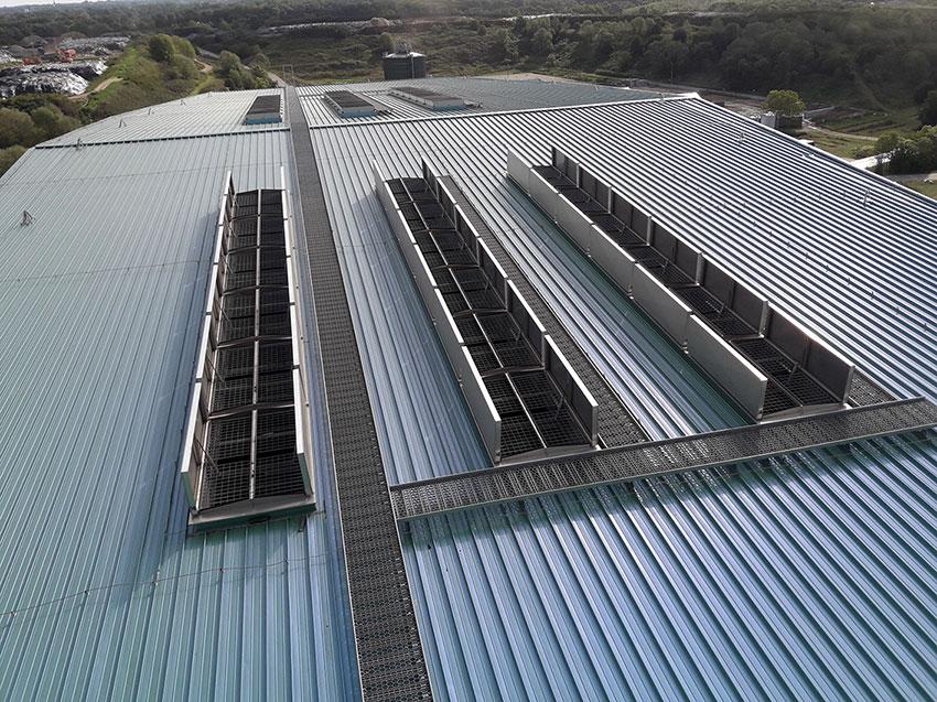bovenaanzicht rwa systeem op dak met drone